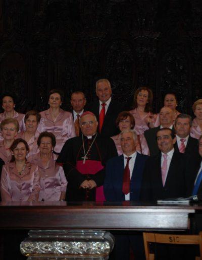 Coro con el obispo en la catedral